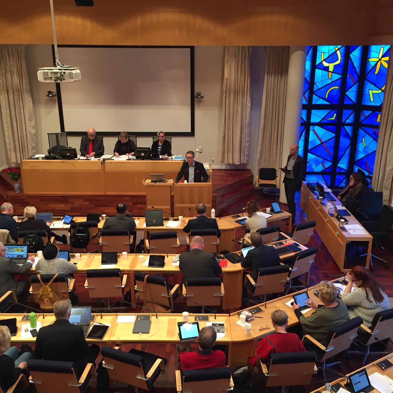 Anders Ågren (M) frågar om friskvårdstimmen för kommunanställda
