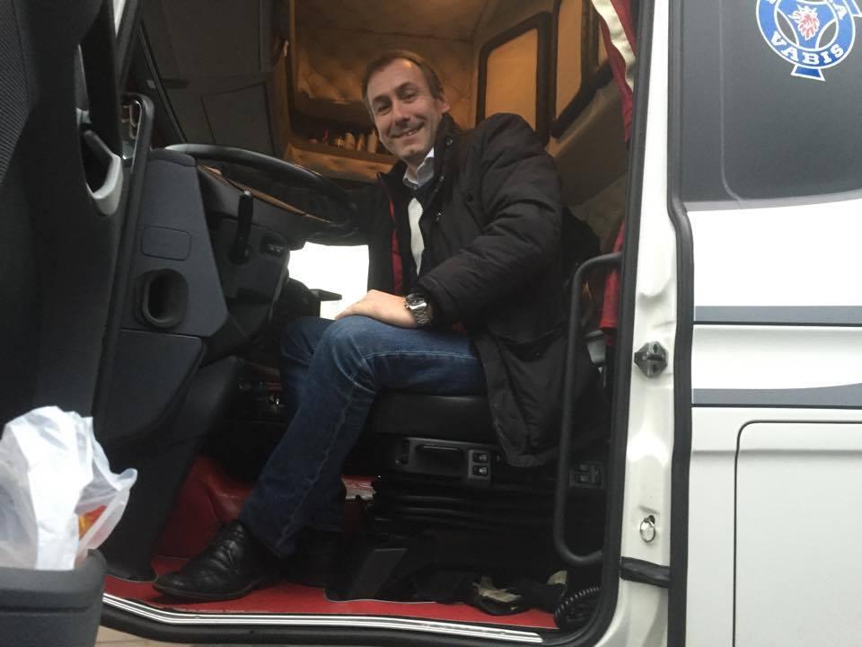 M: Stoppa den olagliga yrkestrafiken