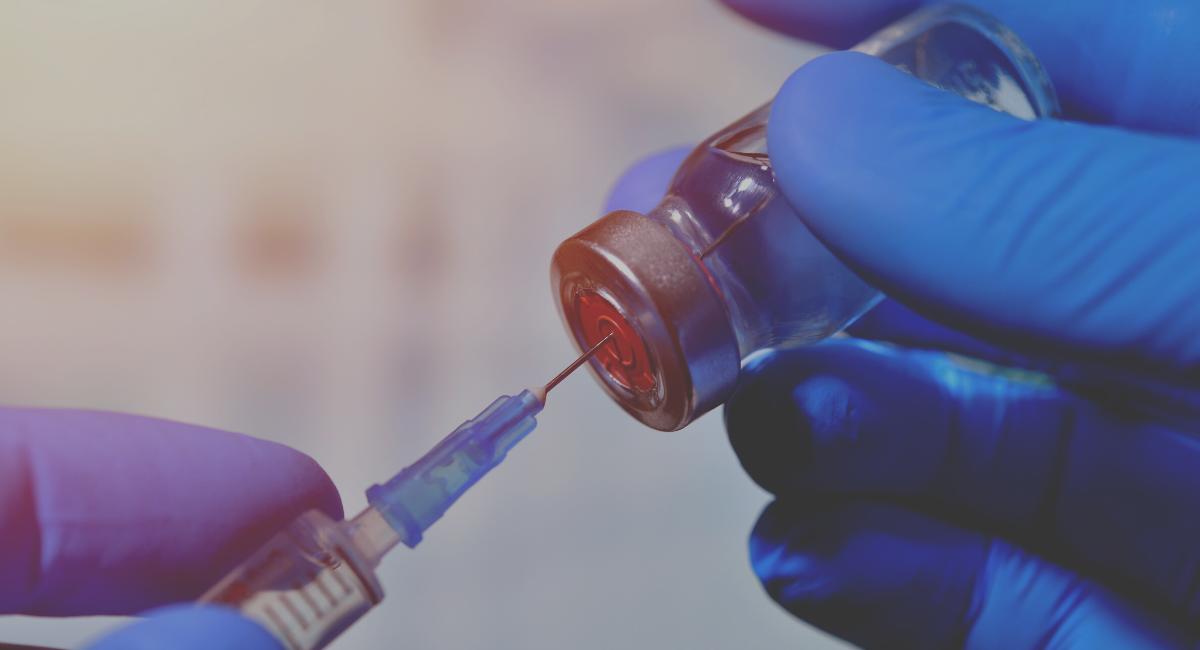Regeringens myndighet vill att personer som vistas illegalt i landet ska få vaccin före medborgare